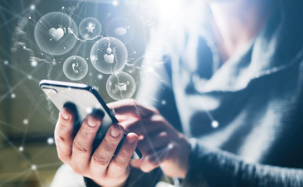 Réussite de l'entrepreneuriat : les rôles des réseaux sociaux